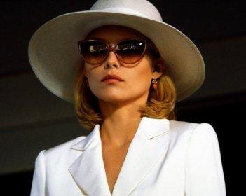 Scarface: Michelle Pfeiffer in un momento del film