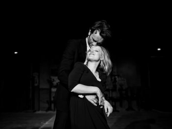 Cold War: Tomasz Kot e Joanna Kulig in una scena del film