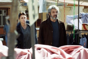 Everybody Knows: Penelope Cruz e Ricardo Darín in una scena del film