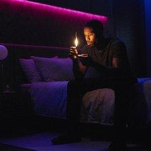 Fahrenheit 451: Michael B. Jordan in una scena del film