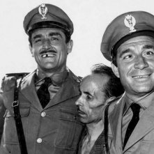 Vittorio Gassman e Ugo Tognazzi in una scena de I mostri