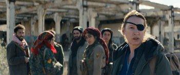 Girls of the Sun: Emmanuelle Bercot e Golshifteh Farahani in un momento del film