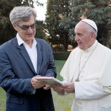 Pope Francis: A Man of His Word, Papa Francesco e Wim Wenders in un'immagine del documentario