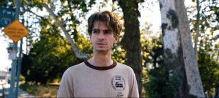 Under the Silver Lake: Andrew Garfield in una scena del film