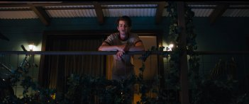 Under the Silver Lake: Andrew Garfield in un momento del film
