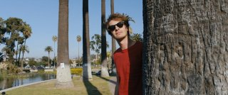 Under the Silver Lake: Andrew Garfield in un'immagine del film