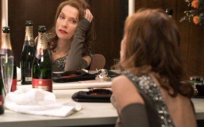 Eva: Isabelle Huppert di nuovo femme fatale nel confuso thriller di Benoît Jacquot