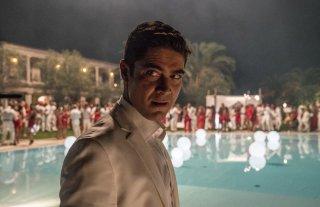 Loro 2: Roberto Scamarcio in una scena del film