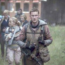 The Rain: Mikkel Boe Følsgaard e il resto del cast in una scena