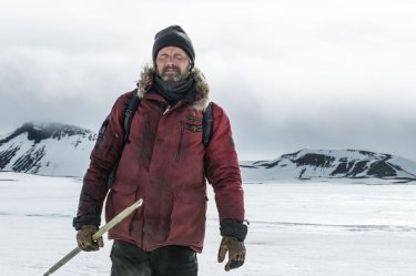 Arctic: Mads Mikkelsen in una scena del film