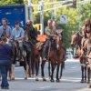 The Walking Dead: tutti in sella! Il cast impegnato nelle riprese della stagione 9 (FOTO)