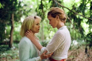 Knife + Heart: Vanessa Paradis e Kate Moran in una scena del film