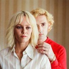 Knife + Heart: Vanessa Paradis e Nicolas Maury in una scena del film