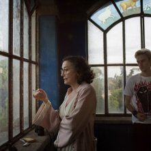 Lazzaro felice: Nicoletta Braschi e Luca Chikovani in una scena del film