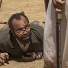 Westworld: Jeffrey Wright in una scena dell'episodio Virtù e Fortuna