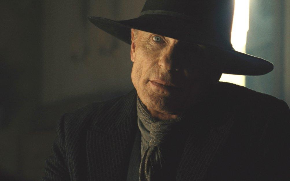 Westworld 2: The Riddle of the Sphinx, Ed Harris in una scena della puntata