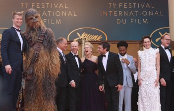 Cannes 2018: Il cast in cima alle scali del red carpet di Solo: A Star Wars Story