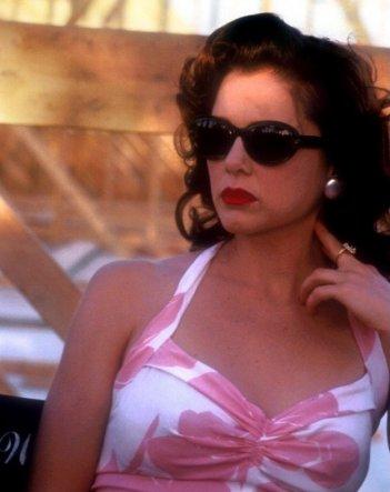 Annette Bening in una scena di Bugsy