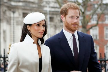 Matrimonio Harry In Streaming : Prince harry and meghan markle appear after engagement cnn