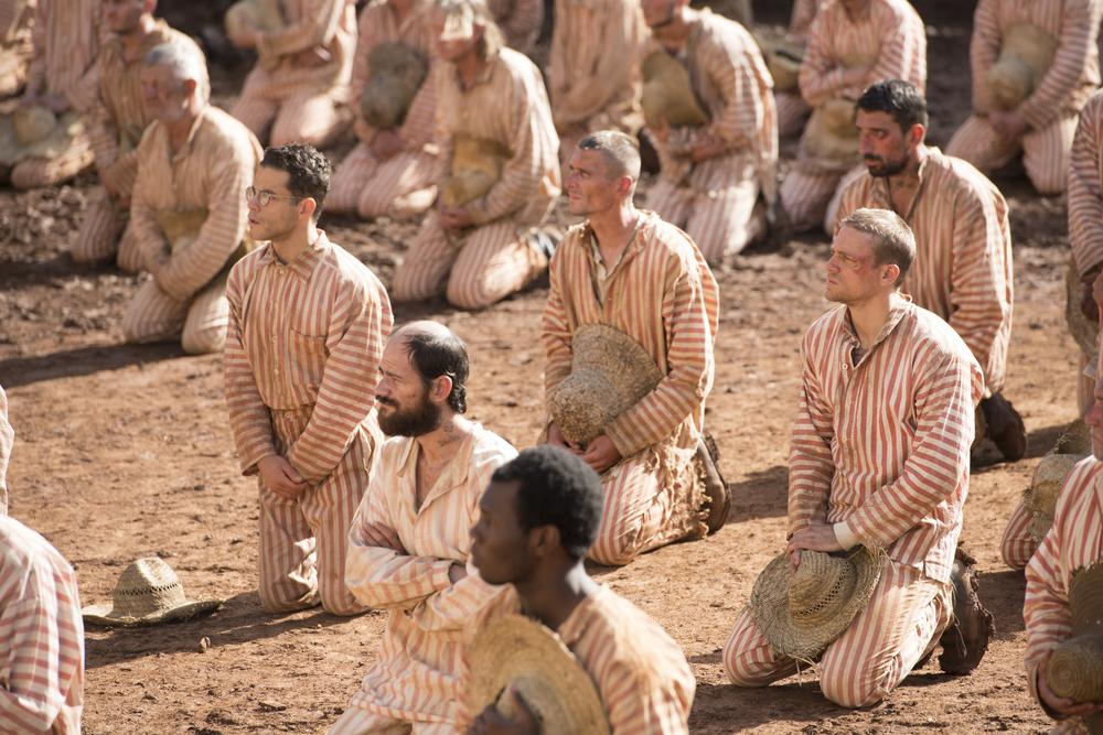 Papillon: Rami Malek, Charlie Hunnam e Michael Socha in una scena del film