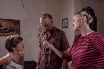 Rabbia furiosa - Er Canaro: Riccardo De Filippis, Romina Mondello ed Eleonora Gentileschi in una scena del film