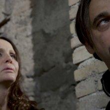 Al massimo ribasso: Antonella Ponziani e Jordi Mollà in una scena del film