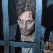 Castle Rock: Bill Skarsgard in una scena della serie tv Hulu