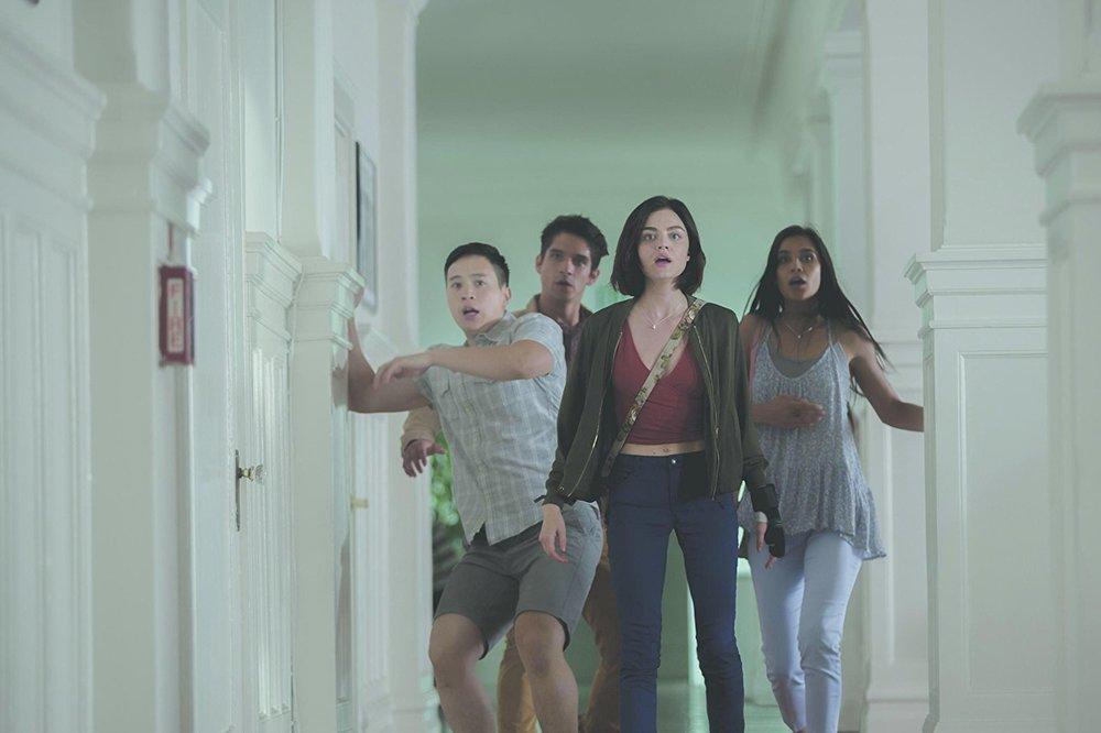 Obbligo o verità: Hayden Szeto, Lucy Hale, Sophia Taylor Ali e Tyler Posey in una scena del film