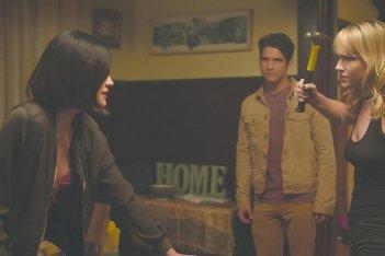 Obbligo o verità: Violett Beane, Tyler Posey e Lucy Hale in una scena del film