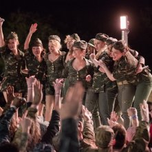 Pitch Perfect 3: Hailee Steinfeld, Anna Kendrick, Rebel Wilson, Brittany Snow, Anna Camp e Chrissie Fit in una scena del film