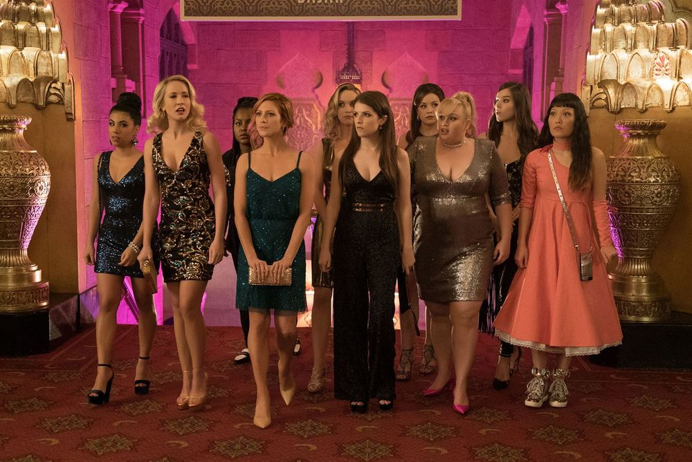 Pitch Perfect 3: Hailee Steinfeld, Anna Kendrick, Rebel Wilson, Brittany Snow, Anna Camp e Chrissie Fit in un momento del film