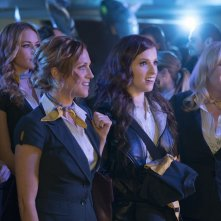 Pitch Perfect 3: Anna Kendrick, Rebel Wilson, Brittany Snow, Anna Camp e Chrissie Fit in una scena del film