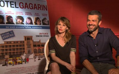 """Luca Argentero su Hotel Gagarin: """"I giovani oggi sognano in piccolo, ma è colpa nostra"""""""