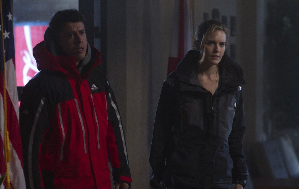 Hurricane - Allerta uragano: Toby Kebbell e Maggie Grace in una scena del film
