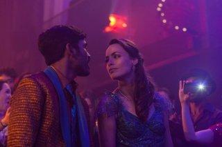 L'incredibile viaggio del fachiro: Bérénice Bejo e Dhanush in una scena del film