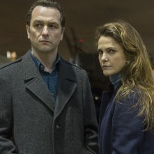 The Americans: Keri Russell e Matthew Rhys nell'episodio Start
