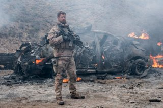 12 Soldiers: Chris Hemsworth in tenuta bellica