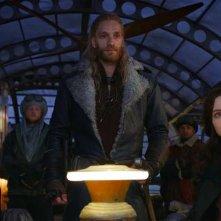Macchine mortali: Robert Sheehan, Leifur Sigurdarson ed Hera Hilmar in una scena