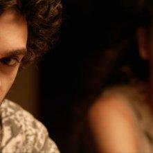 Senza distanza: Giovanni Anzaldo e Giulia Rupi in una scena del film