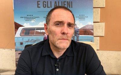 """Tito e gli alieni, Valerio Mastandrea: """"Per la regista sul set ero Han Solo, ma mi sento più Yoda"""""""