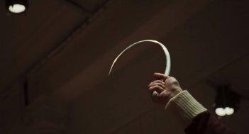 Suspiria - una scena dal primo trailer del remake di Guadagnino
