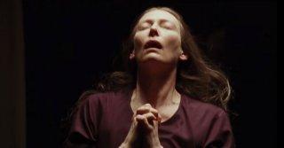 Tilda Swinton in Suspiria (2018) una immagine dal trailer