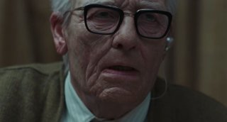 Suspiria - il dottor Klemperer in una scena del trailer del remake