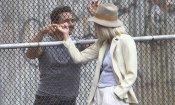 The Deuce: Maggie Gyllenhaal e James Franco si abbracciano alla fine di un ciak (FOTO)