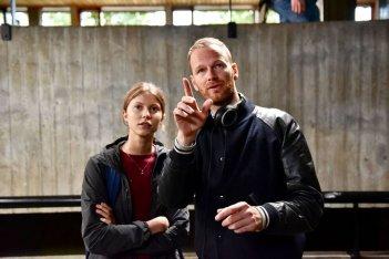 Thelma: Eili Harboe e il regista Joachim Trier sul set del film
