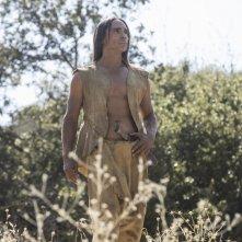 Westworld: una scena con Zahn McClarnon  dell'episodio Kiksuya