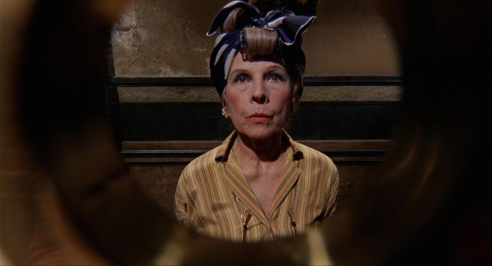 Rosemary's Baby: Ruth Gordon in una scena del film