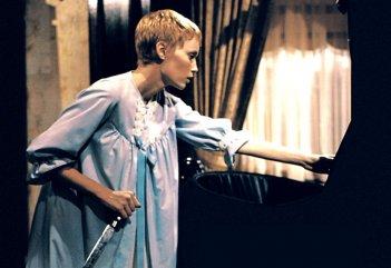Rosemary's Baby: Mia Farrow in un momento del film