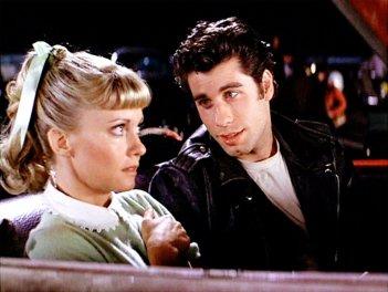 Grease: Olivia Newton-John e John Travolta in un momento del film