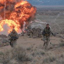 12 Soldiers: Chris Hemsworth, Thad Luckinbill e Geoff Stults in una scena del film
